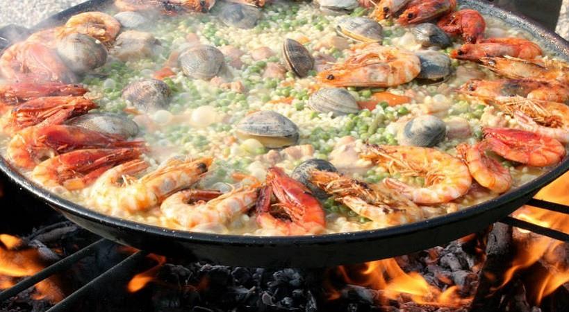 La paella comida española