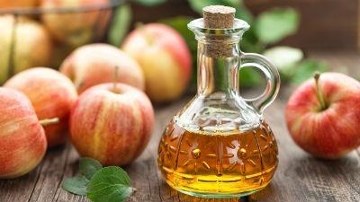 Vinagre de sidra de manzana para dientes blancos