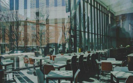 Como elegir sillas y mesas para un evento