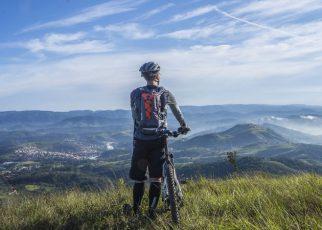 Paseo en bici por las montañas