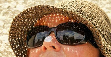 Protegete del sol y la contaminacion