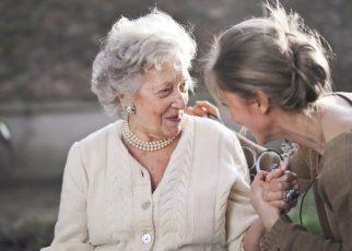 Beneficios de contar con un cuidador a domicilio para el anciano